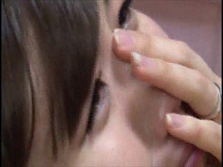 清楚系のとても可愛い美人娘がなんか騙され状態で、ハメられ挿入される。最後は泣いちゃって。。アヤパンに似てるけど?