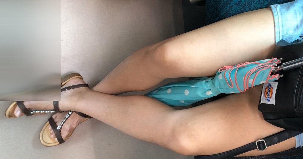 大迫力の太ももが卑猥なギャルの脚【電車対面】