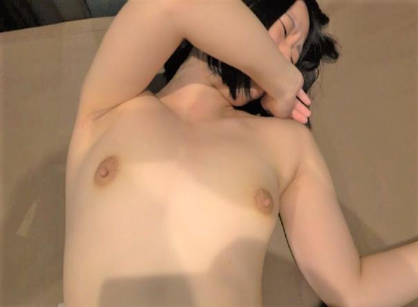 FC2 PPV 1491596 【無 漫喫】下の毛未処理のリナちゃん 初めてのイケない場所でのプレイに動揺しながらも最後は感じすぎて・・・【個人撮影】